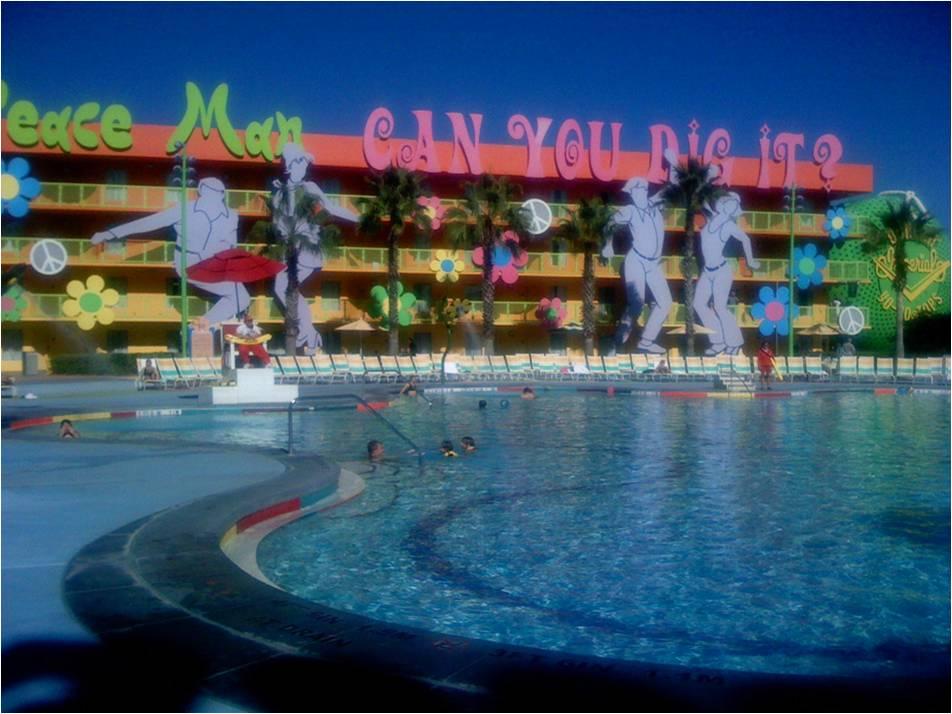 Pré-trip [WDW+UNIVERSAL] 01-09-2010 au 15-09-2010 : Préparation du trip + en bonus, DVD de promotion de WDW 2010 (page 5) The-Pool-at-DIsneys-Pop-Century-Resort1