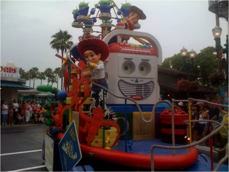 Review The Afternoon Block Party Bash Parade At Disney S
