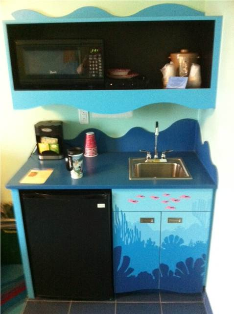 Photo Tour Of A Finding Nemo Family Suite At Disney S Art