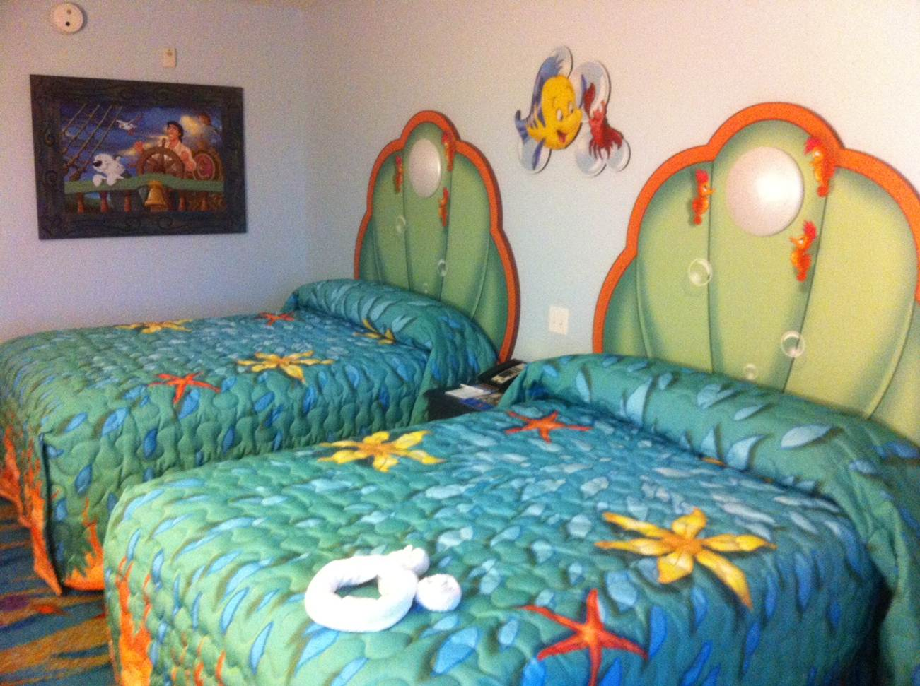 Rooms Review: Photo Tour Of Standard Little Mermaid Rooms At Disney's