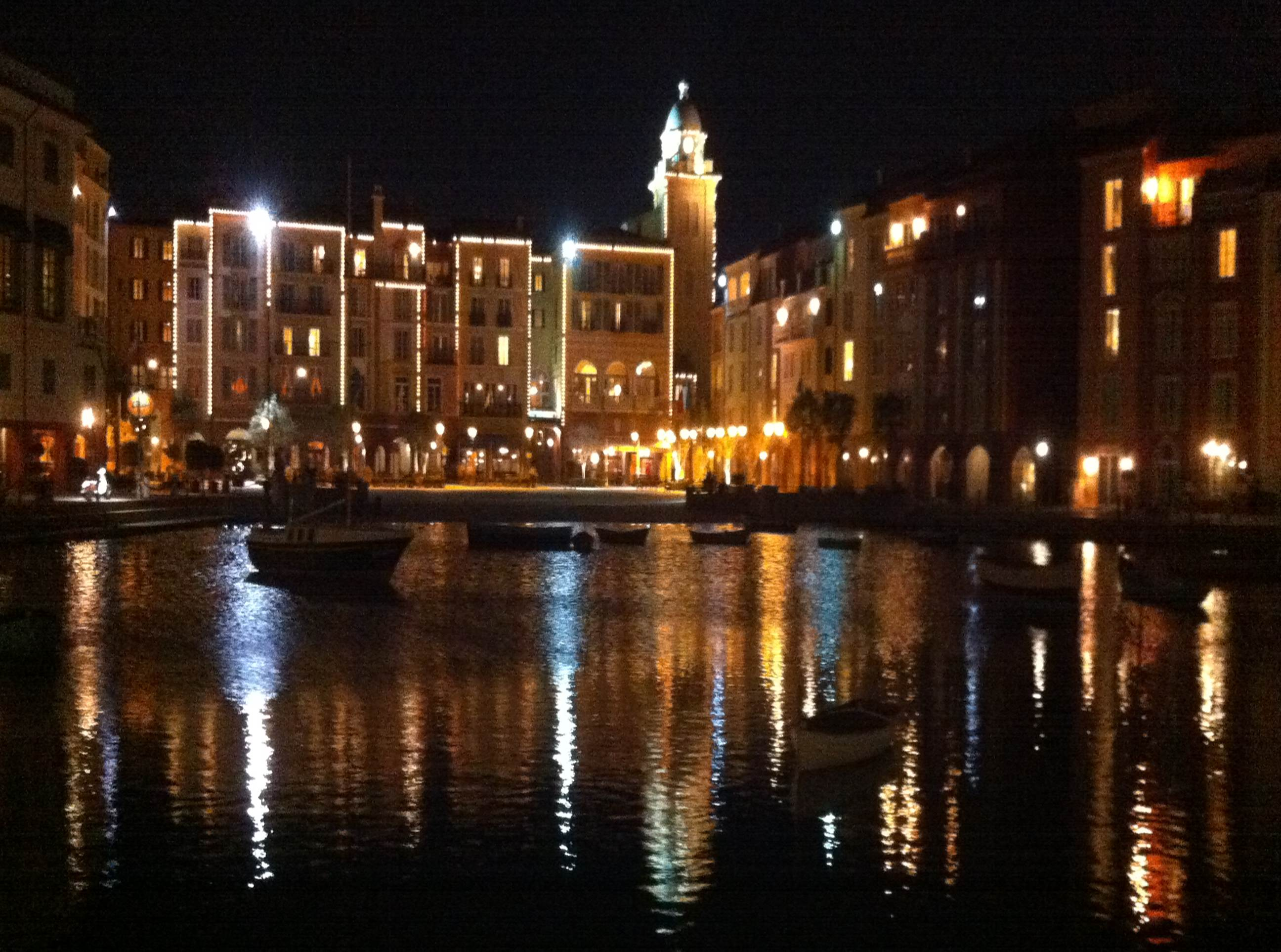 Review standard rooms at loews portofino bay hotel for Hotels universal orlando
