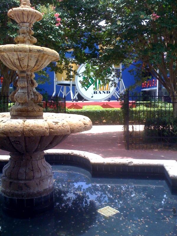 Jazz Courtyard Disney's All-Star Music Resort from yourfirstvisit.net