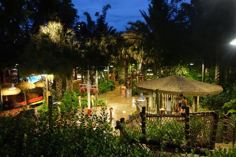 kids-water-play-area-at-night-samawati-springs-pool-at-kidani-village-from-yourfirstvisit-net