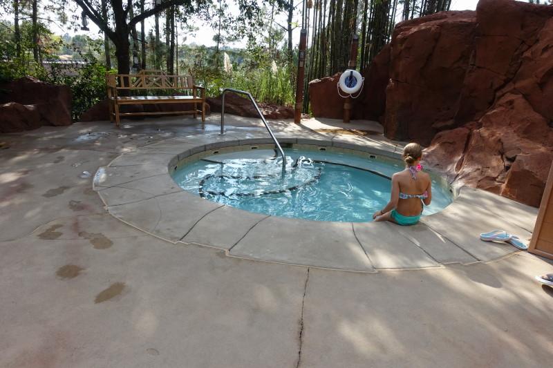 upper-hot-tub-samawati-springs-pool-at-kidani-village-from-yourfirstvisit-net