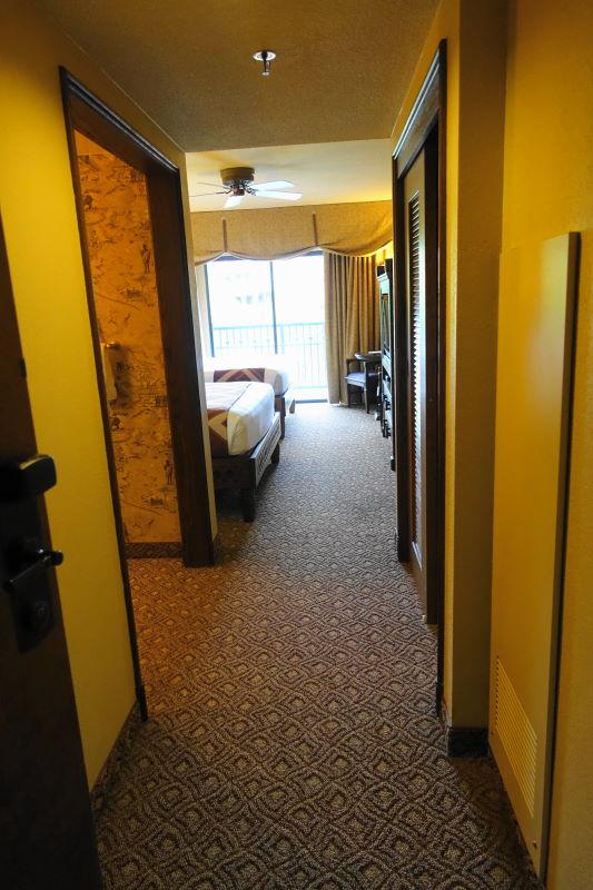 Entry Disney's Animal Kingdom Lodge from yourfirstvisit.net