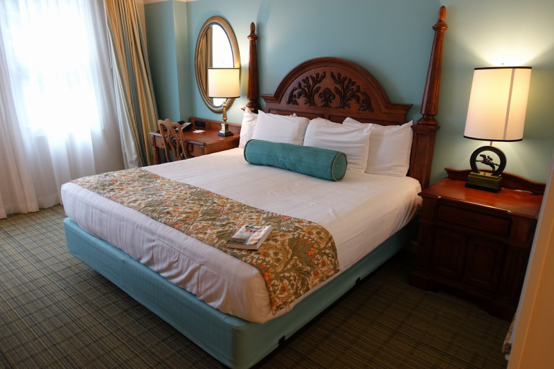 bed-side-master-bedroom-villa-disneys-saratoga-springs-resort-from-yourfirstvisit-net