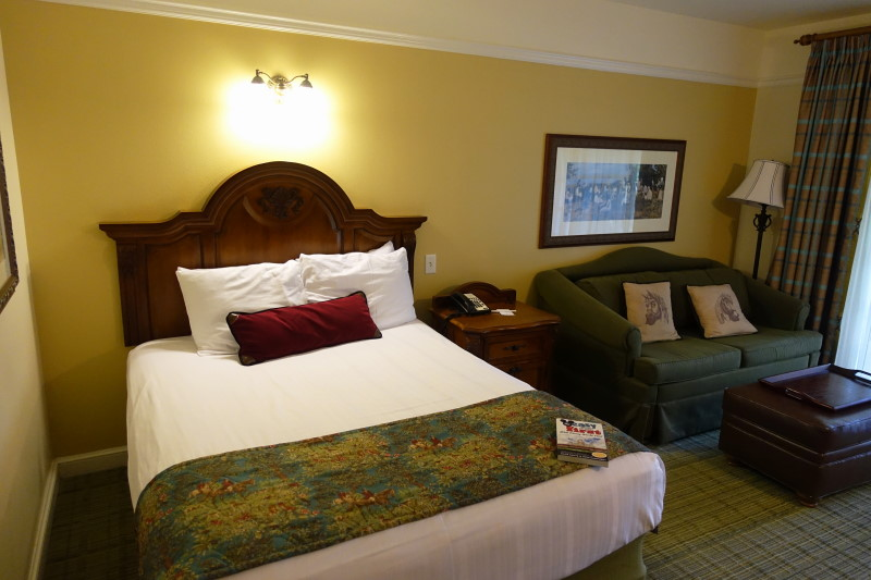 bed-side-saratoga-springs-studio-from-yourfirstvisit-net