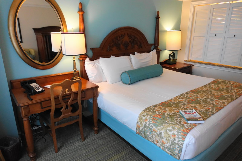 bed-side-from-back-master-bedroom-villa-disneys-saratoga-springs-resort-from-yourfirstvisit-net
