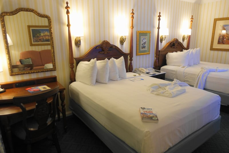 Photo Tour Of A Standard Room At Disney S Boardwalk Inn