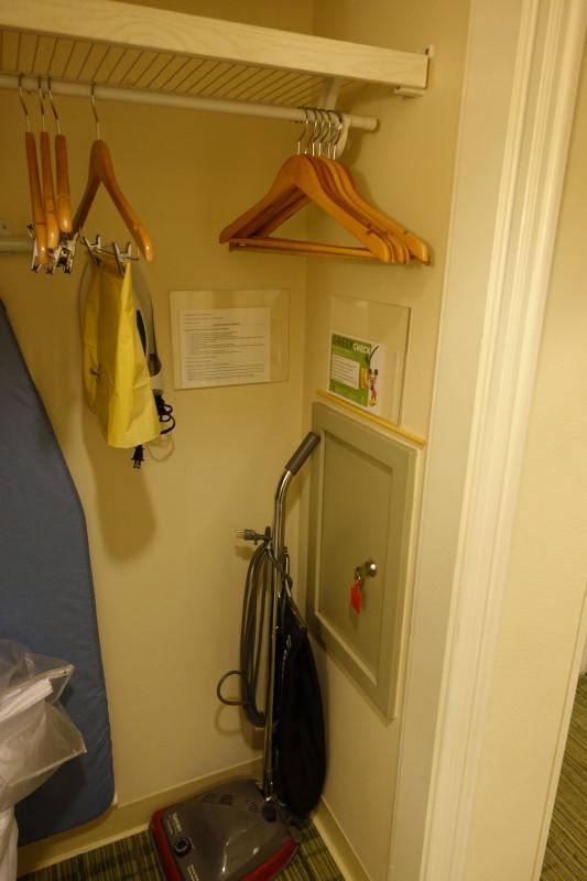 closet-room-side-saratoga-springs-studio-from-yourfirstvisit-net