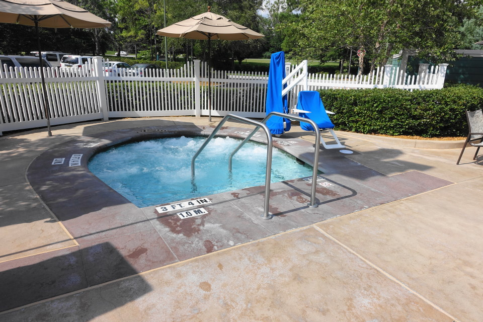 hot-tub-paddock-pool-disneys-saratoga-springs-resort-from-yourfirstvisit-net