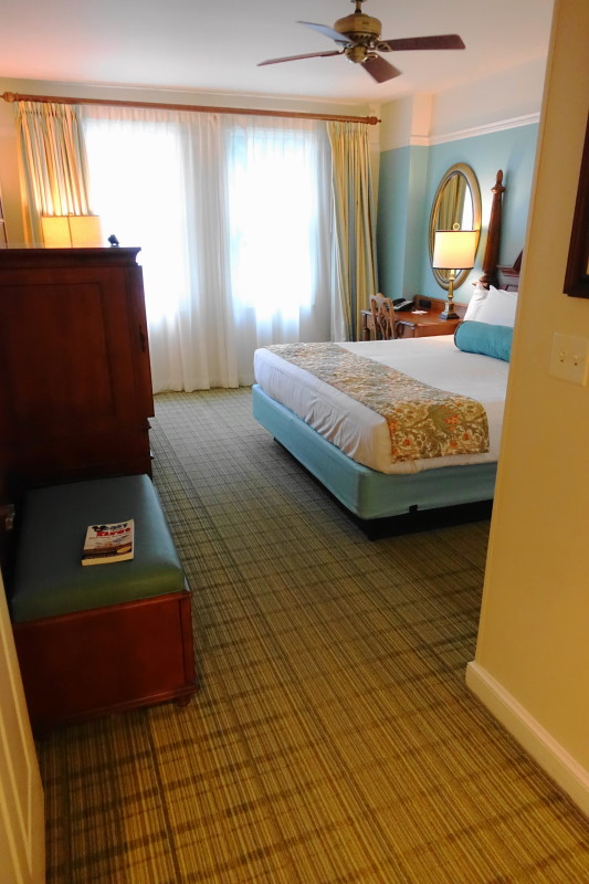 master-bedroom-villa-disneys-saratoga-springs-resort-from-yourfirstvisit-net