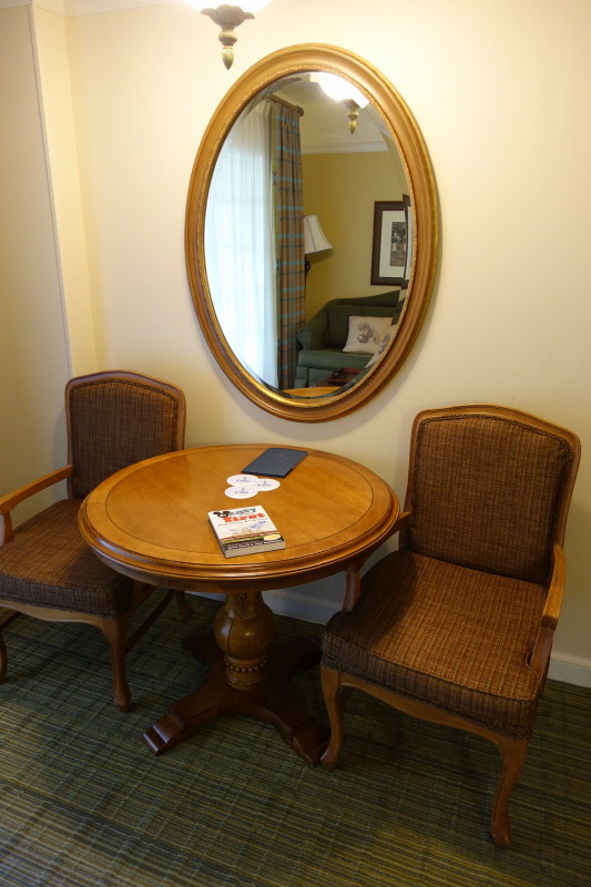 table-and-chairs-saratoga-springs-studio-from-yourfirstvisit-net