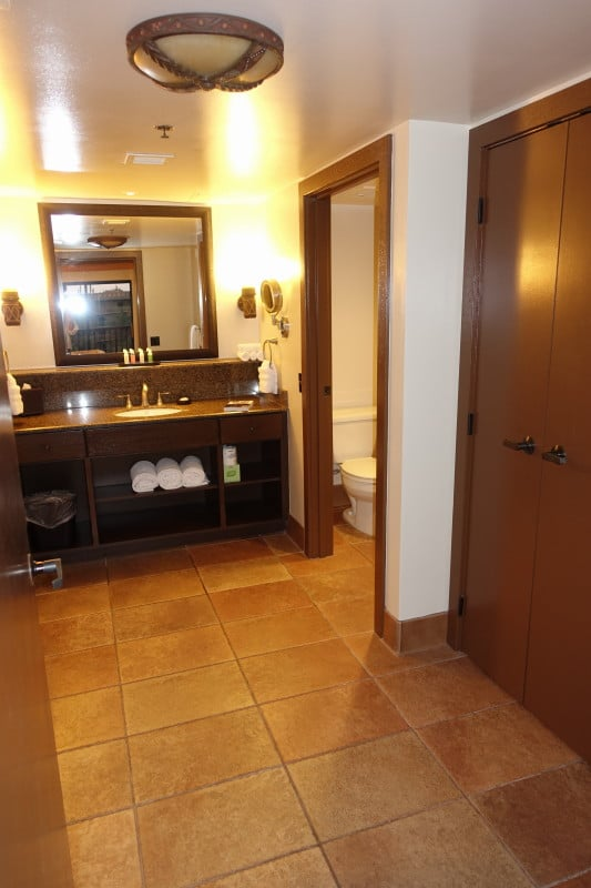 Master Bedroom And Bath Kidani Village At Disney S Animal Kingdom Villas