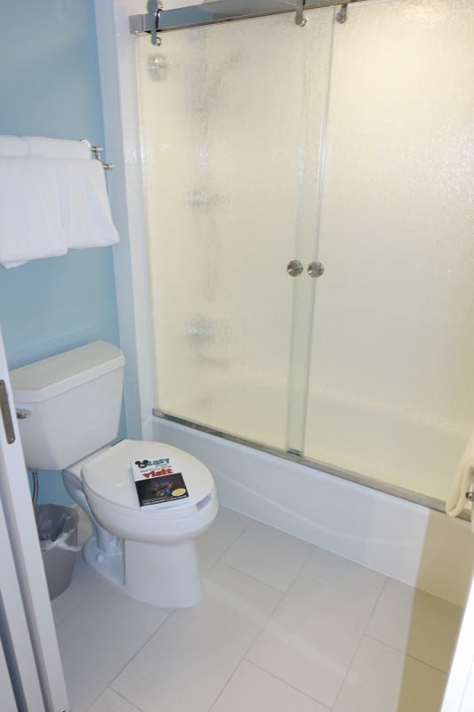 Photo Tour Of A Refurbed Room At Disney S Pop Century