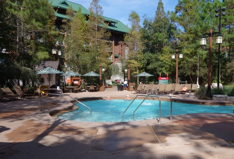 Review The Boulder Ridge Cove Pool At Disney S Wilderness