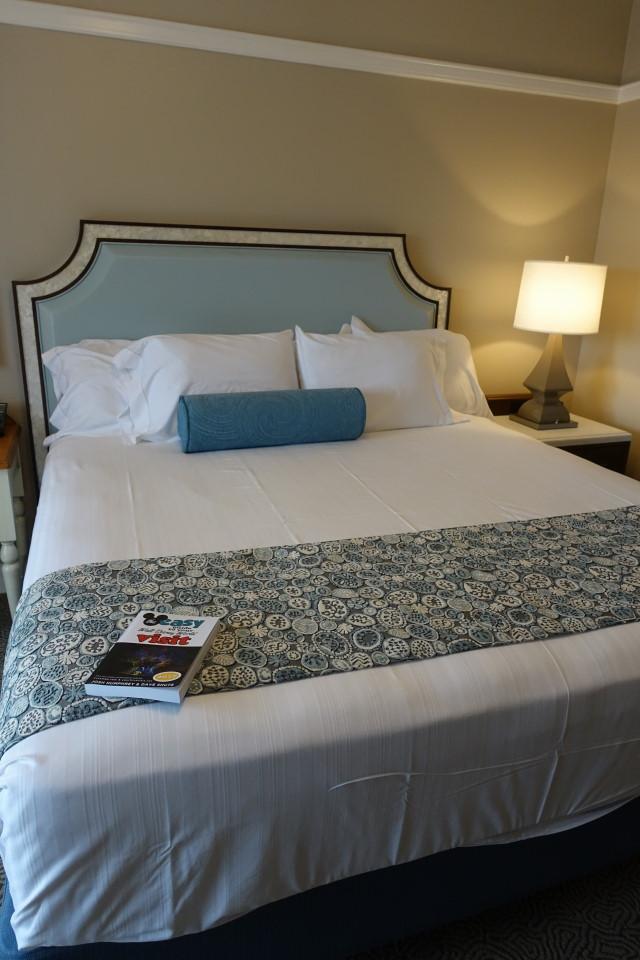 bed-master-bedroom-disneys-beach-club-villas-from-yourfirstvisit-net