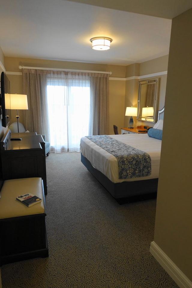 entry-master-bedroom-disneys-beach-club-villas-from-yourfirstvisit-net