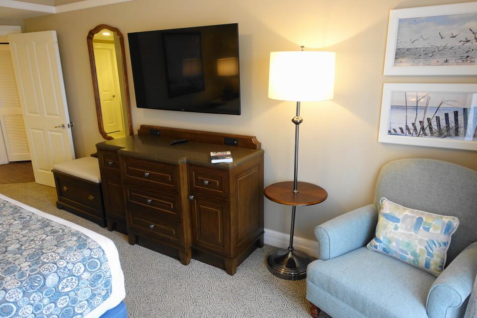 tv-side-from-back-master-bedroom-disneys-beach-club-villas-from-yourfirstvisit-net