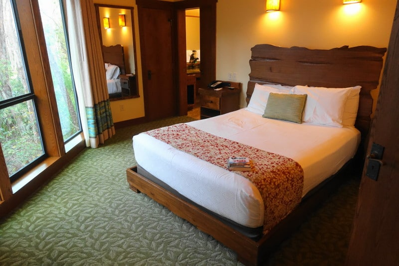 The Master Bedroom and Bath in the Treehouse Villas at Disney\'s ...