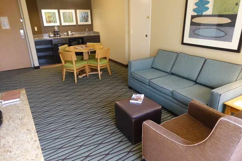 Photo Tour Of A One Bedroom Suite At The Doubletree Suites